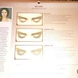 Manna Kadar Beauty Makeup - Manna Kadar Luxe eyeshadow set